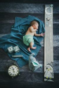 Baby Wecker Decke Fotoshooting Junge Newborn