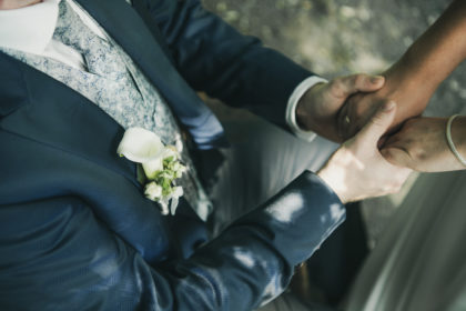 Braeutigam Haende Blumen Hochzeit Pforzheim