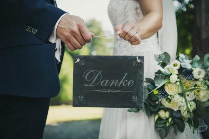Dankeschild Brautstrauss Hochzeitsfotografie Neuenbuerg Schwarzwald