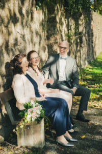 Familienshooting Hochzeitsfotografie Schlossgarten Neuenbuerg Strauss Natur
