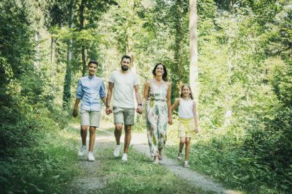 Family Wurster Natur Fotoshooting Waldweg