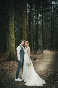 Hochzeitsfotografie Sommerberg Wald Brautpaar Portrait