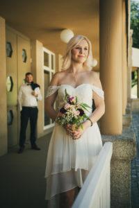 Kursaal Badwildbad Hochzeitsshooting Portrait Braut Brautstrauss