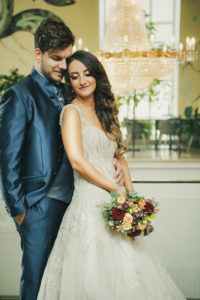 Portrait Hochzeitsfotografie Kursaal Schoemberg Brautpaar Brautstrauss