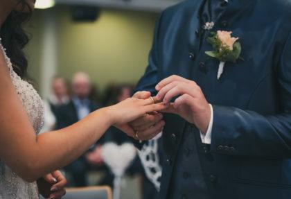 Ringuebergabe Hochzeitstag Trauung Brautpaar Pforzheim